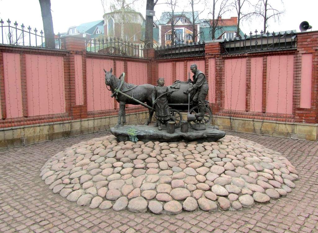 Памятник водовозу Казань
