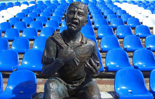 Памятник футбольному болельщику
