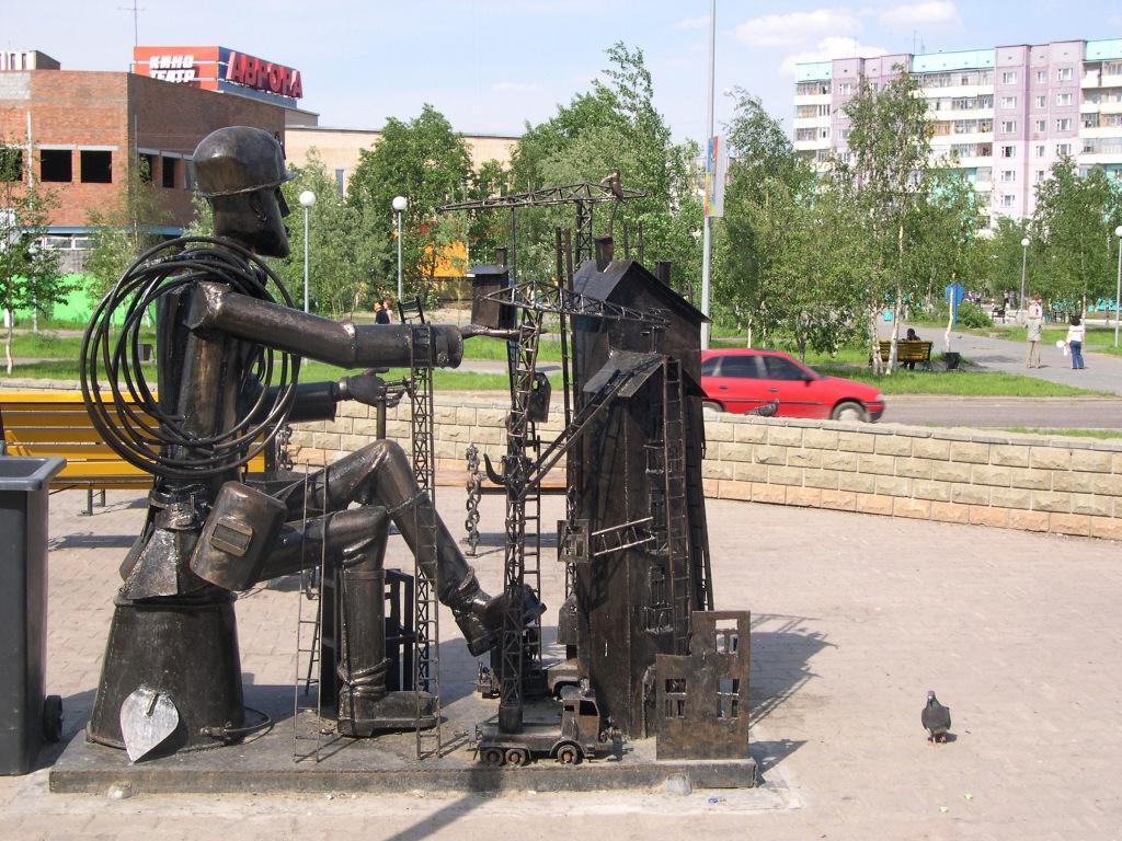 Памятник Строителю