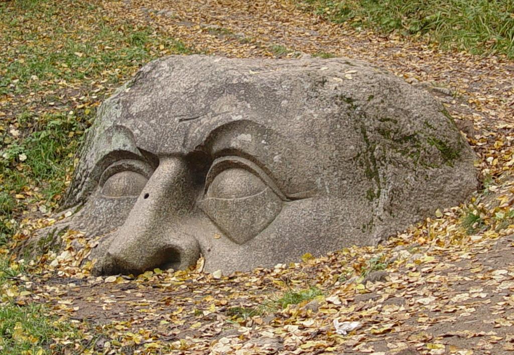 Голова-камень