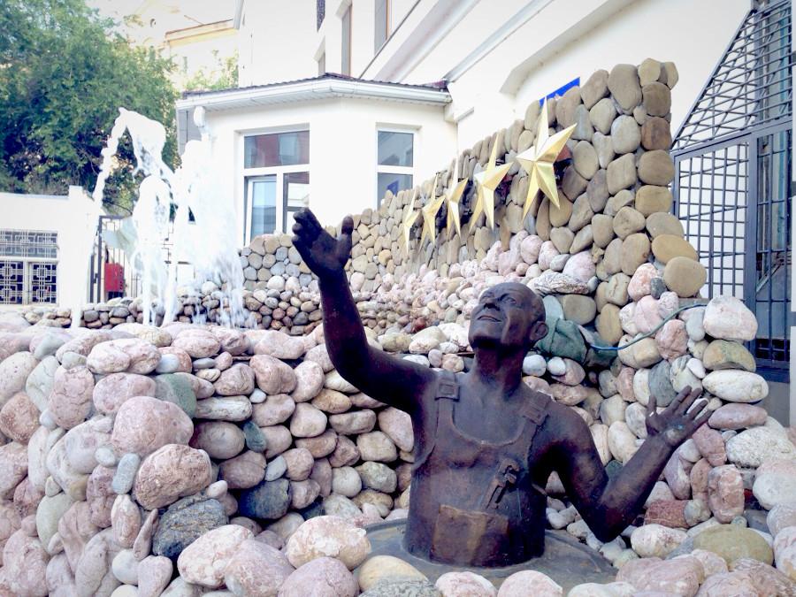 Волгоград Памятник сантехнику