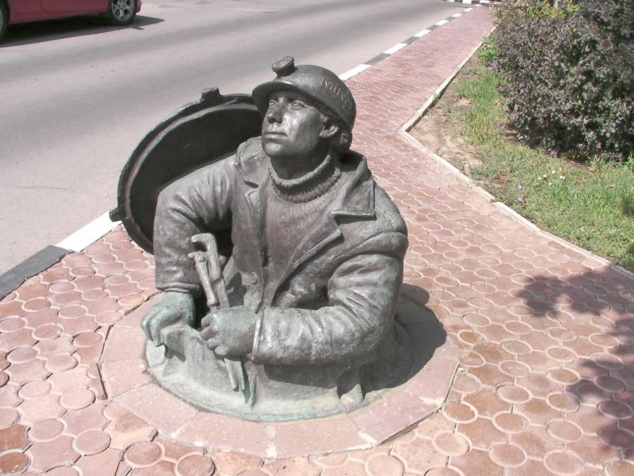 Памятник сантехнику Москва