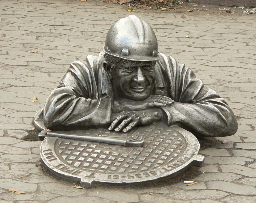 Памятник сантехнику Омск