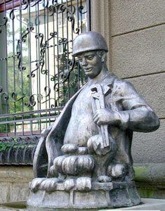 Памятник сантехнику Сочи