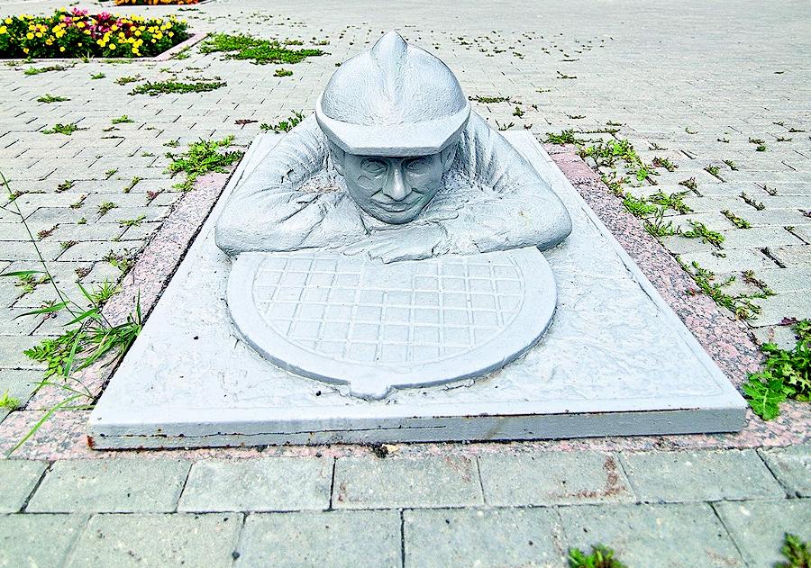 Памятник сантехнику Тюмень