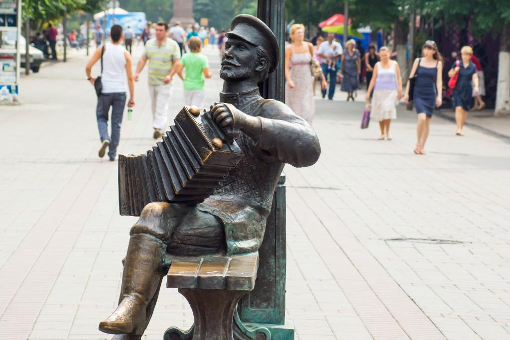 Памятник Саратовской гармошке