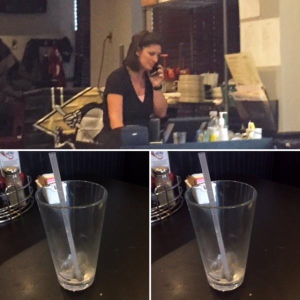 Меню, телефон, два пустых стакана