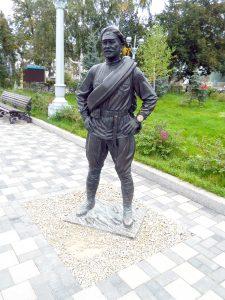Памятник товарищу Сухову