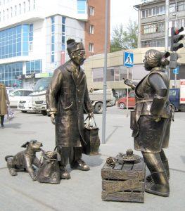 Памятник продавцу и покупателю в Новосибирске