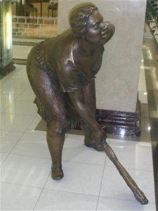 Памятник уборщице