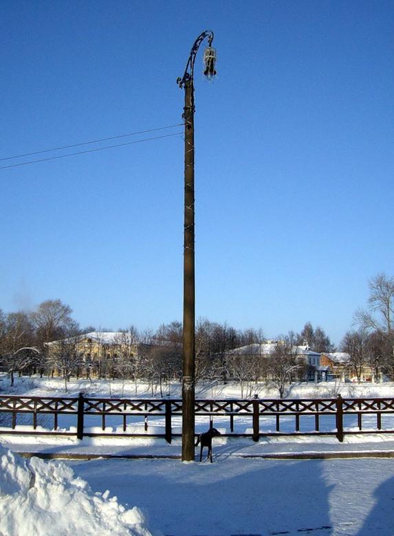 Памятник первому электрическому фонарю