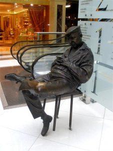 Памятник спящему охраннику