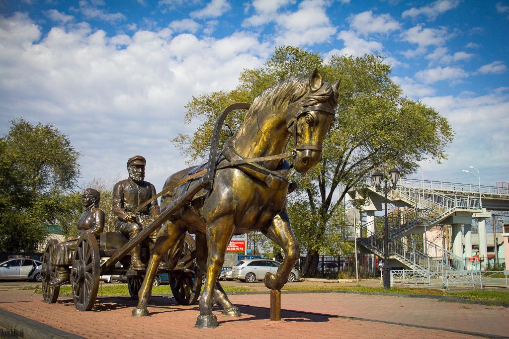 Памятник первым переселенцам в Биробиджане