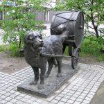 Скульптура «Барабанные собаки»