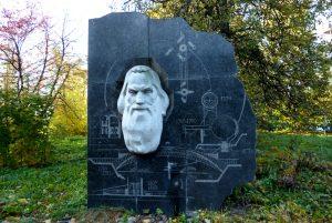 Памятник Ивану Кулибину