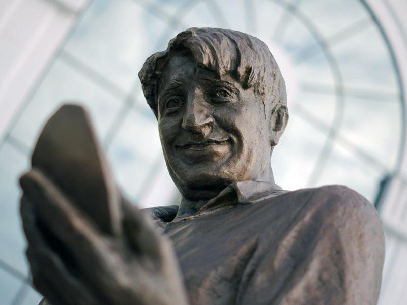 Памятник Гене Букину