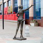 Памятник экскурсоводу