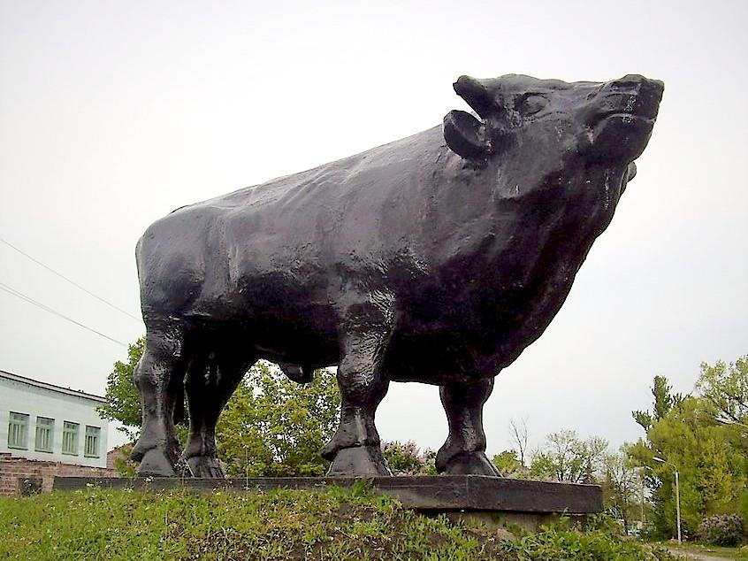 Памятник быку-производителю