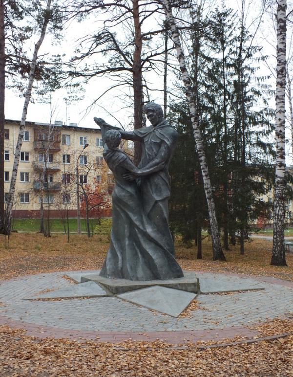 """Памятник """"Вальс Победы"""" в Новосибирске"""