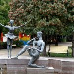 Скульптура «Балерина и саксофонист» в Ростове-на-Дону