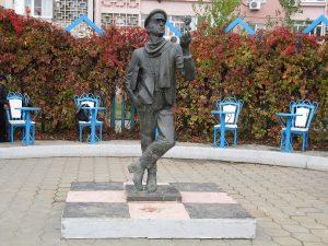 Памятник Остапу Бендеру в Элисте