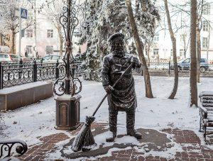 Скульптура дворника в Ставрополе