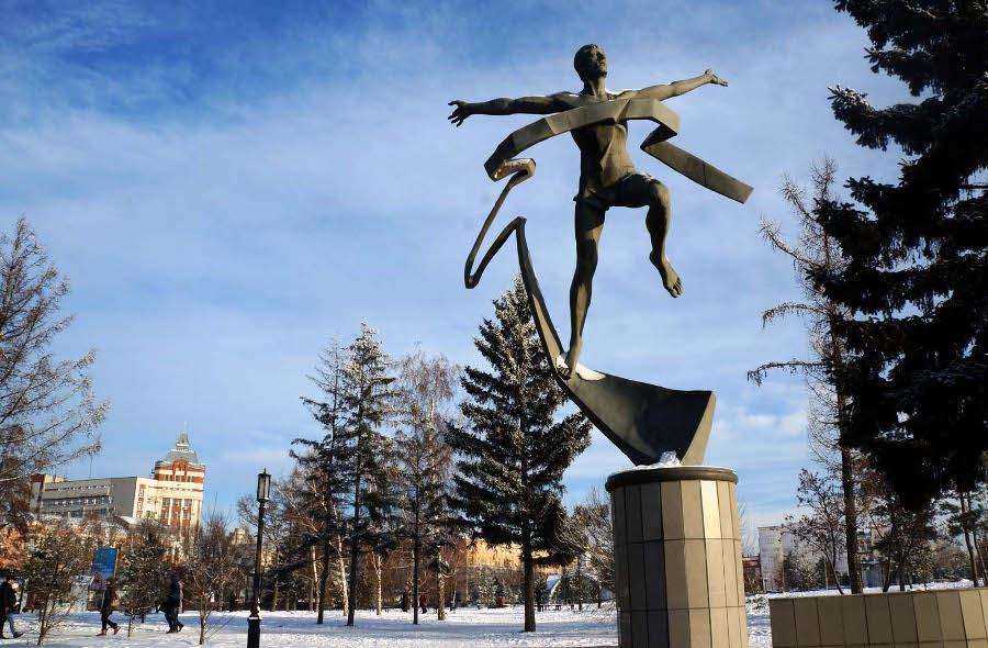 Памятник марафонцу в Омске