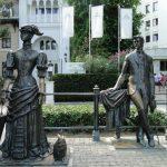 Памятник Антон Чехов и дама с собачкой