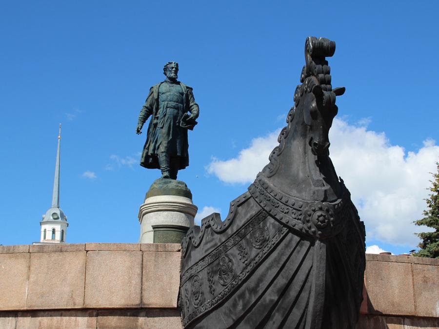 памятник афанасию никитину в твери фото