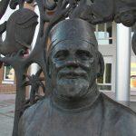 Памятник доктору «Айболиту» в Луховицах