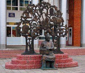 """Памятник доктору """"Айболиту"""" в Луховицах"""