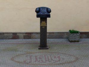 Памятник телефону в Санкт-Петербурге
