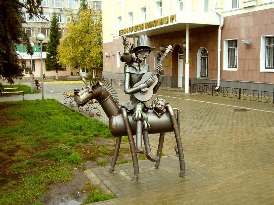 Памятник бременским музыкантам в Липецке