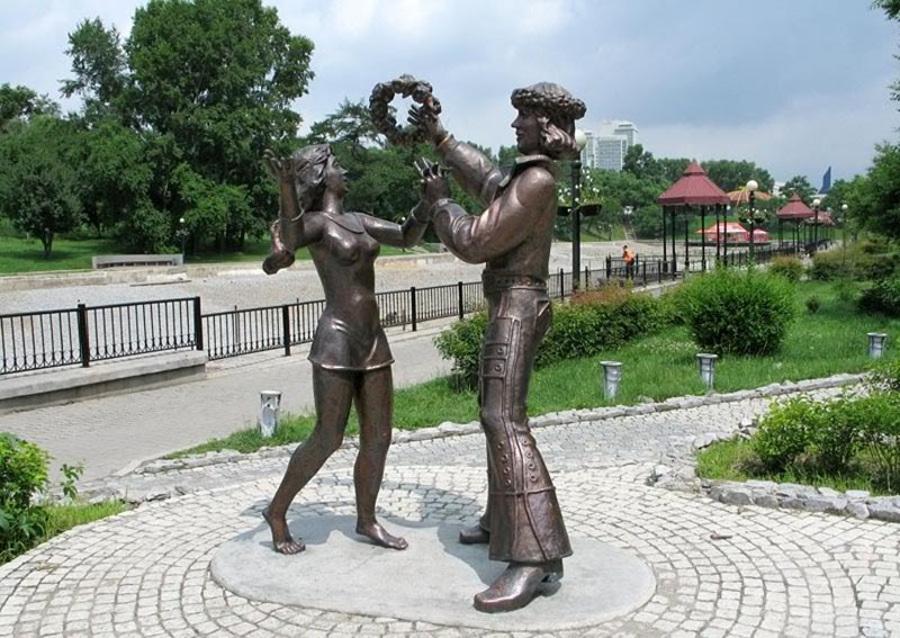 Скульптуры бременским музыкантам в Хабаровске