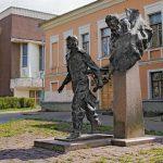 Скульптура «Два капитана» в Пскове