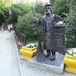 Памятник дворнику в Тюмени