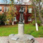 Памятник дворнику во Владимире