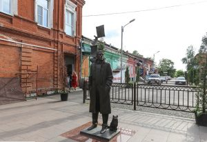 Памятник Булгакову во Владикавказе