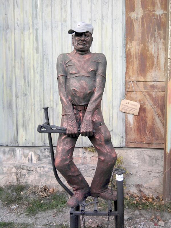 Памятник сантехнику Ялта