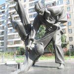 Памятник дзюдоистам. Бросок