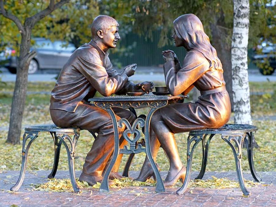 Памятник влюбленным в Омске