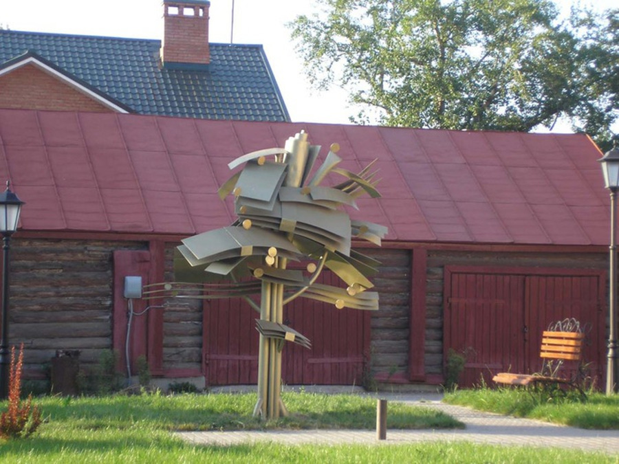 Скульптура Денежное дерево в Ульяновске