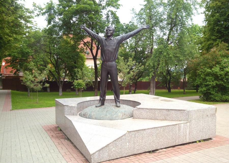 Памятник Гагарину в Калуге